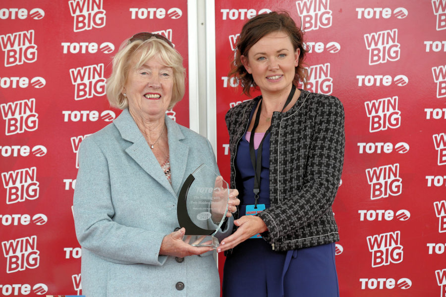 Galway Wed 2 August 2017 Picture: Caroline Norris      Annette Mee accepting the trophy for The Win Big With Tote Maiden Hurdle won by Minella Beau