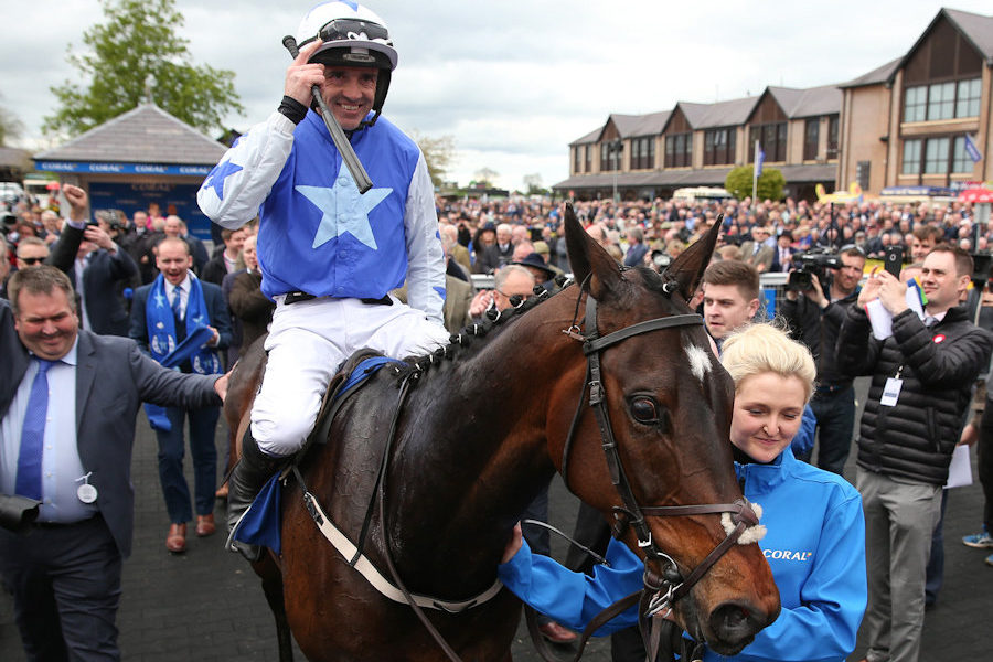 Punchestown Wed 1 May 2019 Kemboy ridden Ruby Walsh, his last winner, being led in by Ruth Duttfield after The Coral Punchestown Gold Cup Photo.carolinenorris.ie
